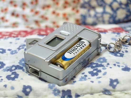 変デジの基本!単四乾電池!
