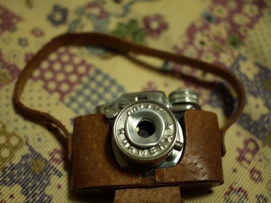 ケースを開けてみました!カメラです(笑)COLLY☆CAMERAって書いてあります。コリー?犬!?