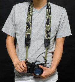 メディコム・トイからカメラストラップ