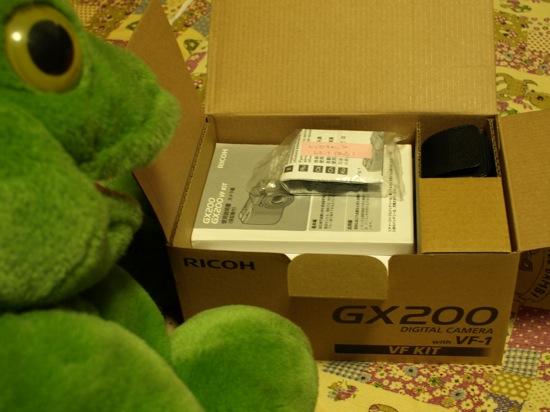 おおっ!RICOH 自動開閉式レンズキャップ LC-1まで付いてる!