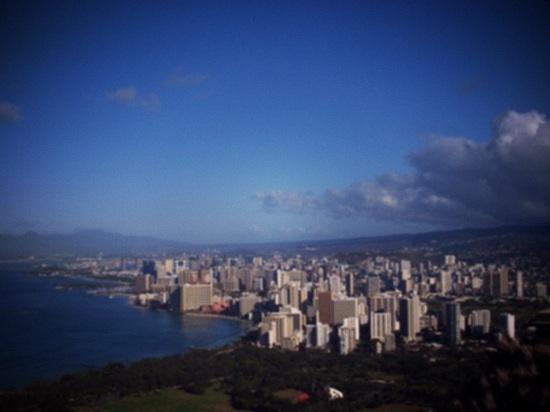 ダイヤモンドヘッドから見たハワイの景色