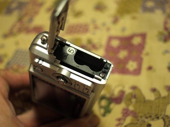 さぁ気を取り直して電池を入れる部分の写真ですヽ(´ー`)ノ