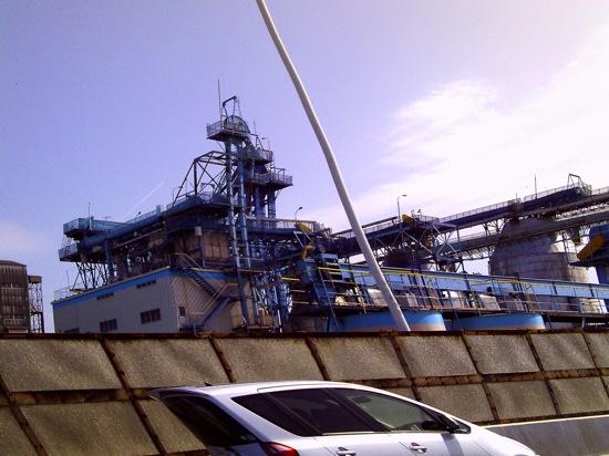工場萌え写真ですが、、車の形がwww