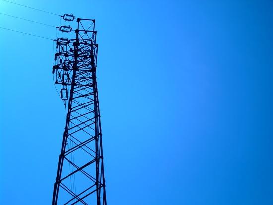 鉄塔もよく見ると様々な形があります。