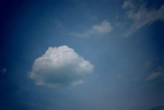 パンみたいな雲♪+゚ :トイカメラ使用