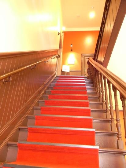 二階席に行く階段です。