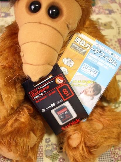 今回SDHCカード+液晶保護フィルムのセットを買いました。