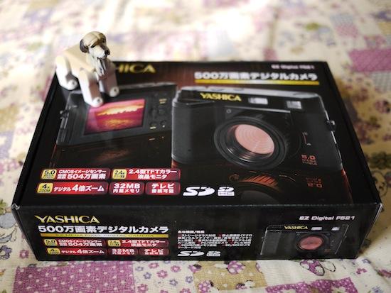 ヤシカ EZ F521の箱とアインシュタイン