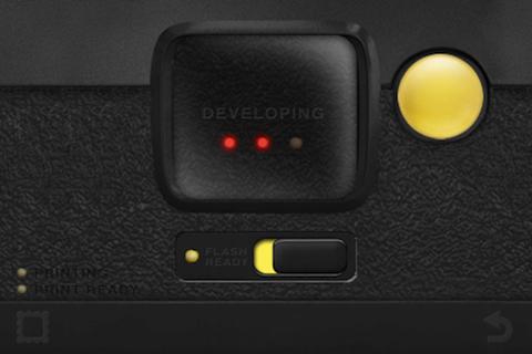 黄色いのがシャッターボタンです。これシャッター切って少し待ってる画面。