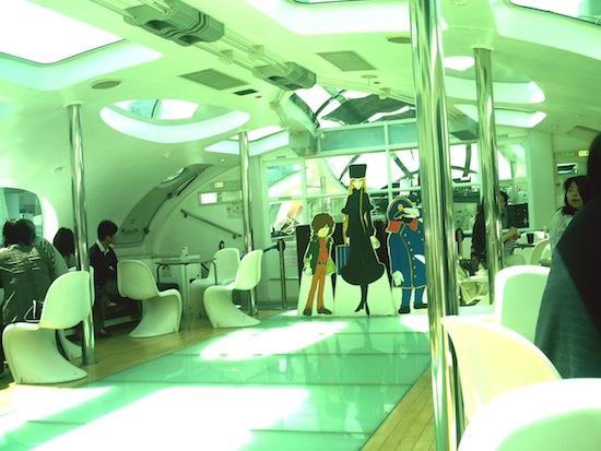 ヒミコの船内です!鉄郎、メーテル、車掌さんが船内放送してくれました!