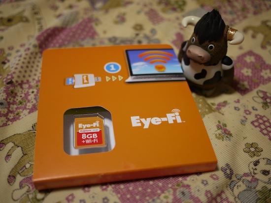 箱から出してみた。あ!あれがEye-FiのSDカードだね!