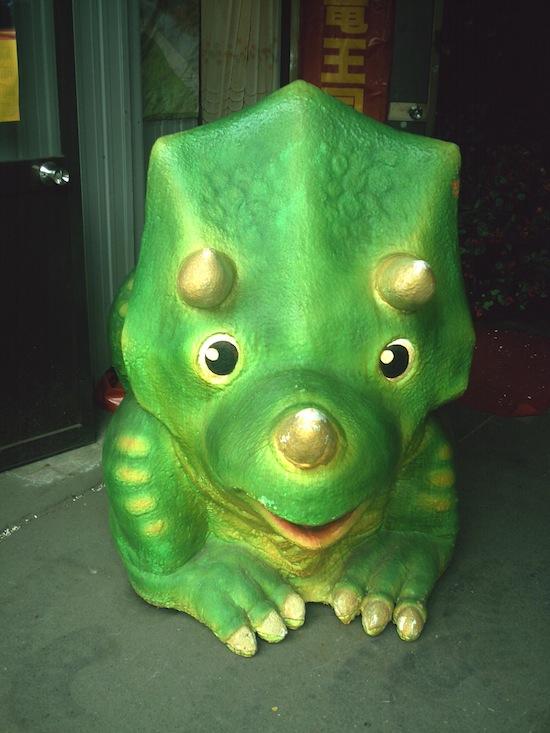 緑の恐竜を撮ってみた。最初から緑だからよく分からない(笑)でも可愛いから許してヽ(´ー`)ノ