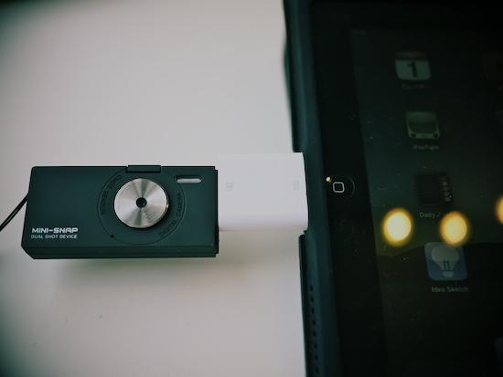 iPadにカメラキットコネクションを使ってミニスナップを繋いでみた状態