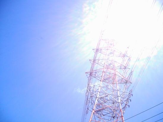 鉄塔!光りもすごい!この光ってる場所に太陽があるわけじゃないのに!