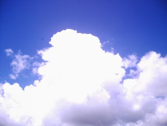 青空の濃さも強烈!fuze DC563くらい青い空!もうバカ!好き!←