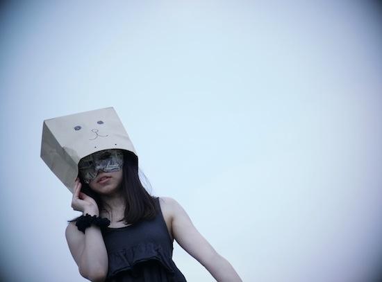 仮面紙袋女子