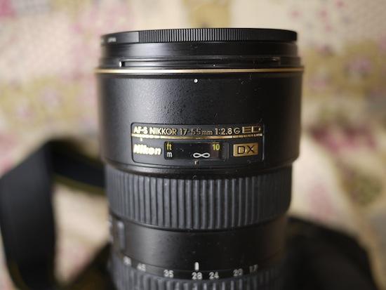 レンズは17-55mmf2.8です。巨大すぎる。