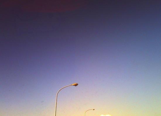 サングラス越しに撮った空