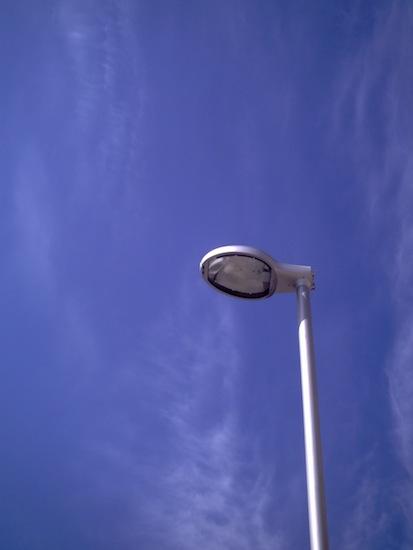 青空と外灯:fuze DC563