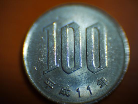 じゃじゃん!分かりやすい100円で!こんなに接写出来るんです!