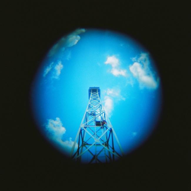 地球と鉄塔