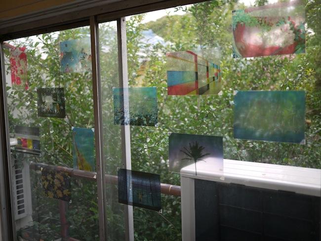 今回窓のある部屋だったのでカラーの雰囲気が出る様に透明な写真を窓に。雰囲気があって見に来たお客さんから質問も多かった写真です。