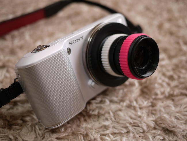 ほら!マウントアダプターを使えば!Toy Lens 26mm f/1.4がNEX-3に!なかなか可愛いルックスです。