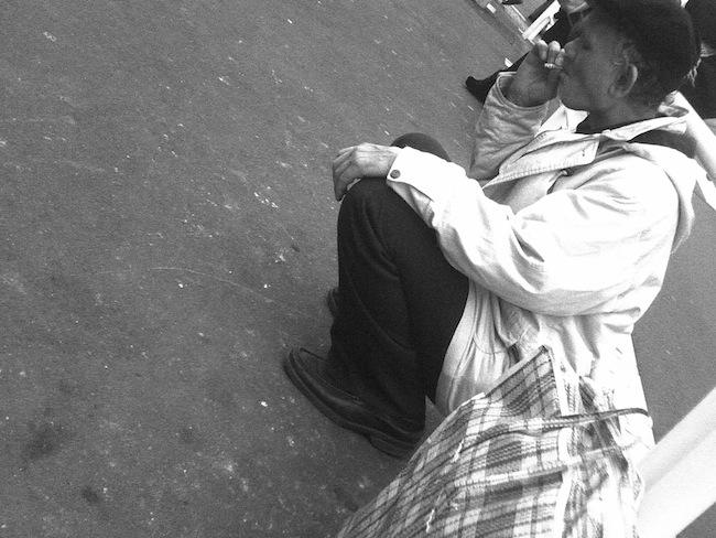 たばこを吸う人2
