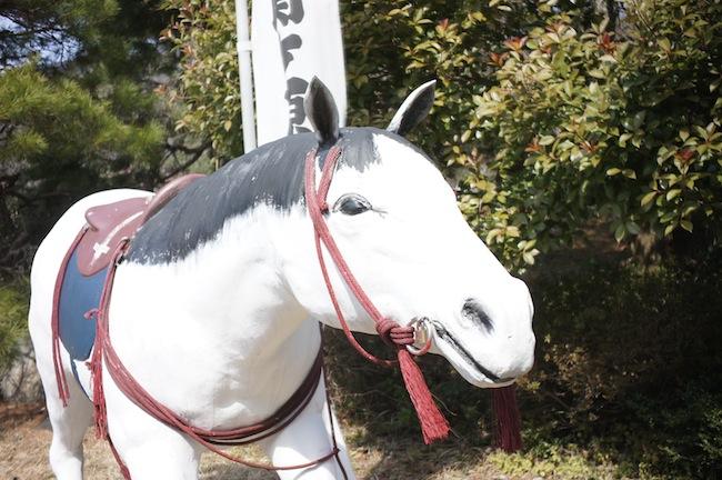 怪しいと聞いていたウォーランドですが入ってすぐお馬さんが。可愛いだけで怪しさなんてありません。