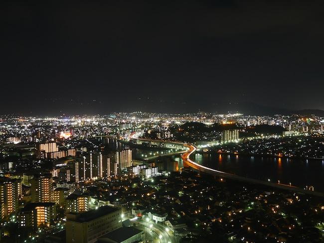 今回一番感動したのがこの写真。夜景モードです。