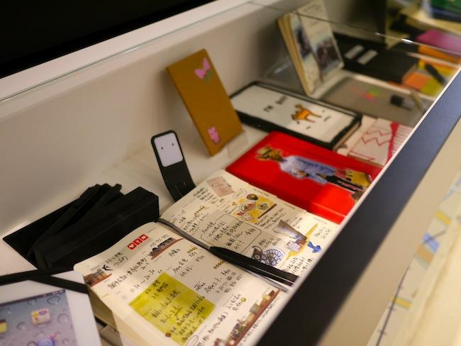 旅の思い出を記録したり表紙をカスタムしたりする雰囲気も見る事が出来て・・・