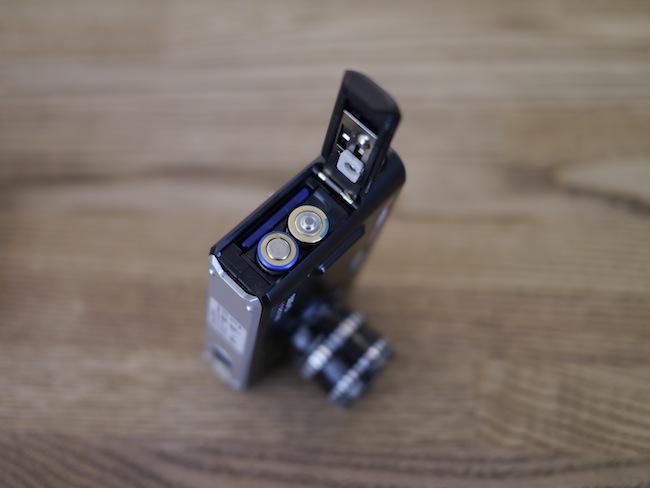 SDカードや乾電池を入れる場所